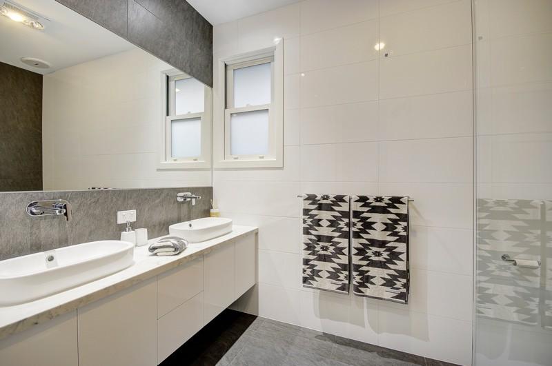 bathroom Aberdeen Street